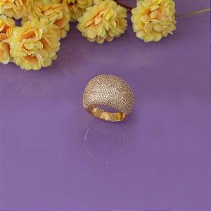 Anel dourado com cravação em micro zircônias