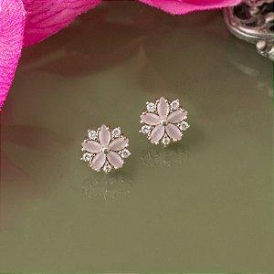 Brinco em ródio branco com cristal quartzo rosa
