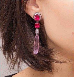 Brinco ródio negro com cravação em zircônias, cristal rubi e quartzo rosa