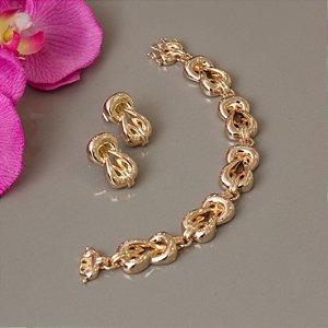 Pulseira dourada com design trançado
