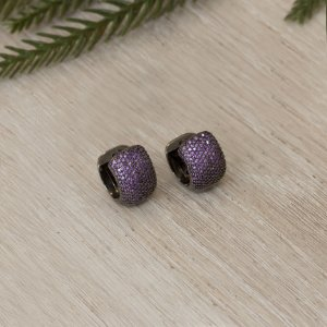 Argola ródio black cravejada com cristais lavanda
