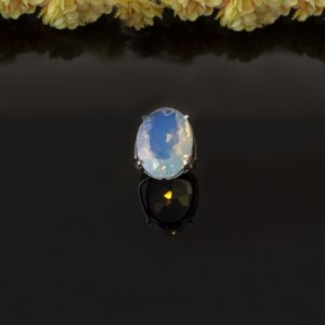 Anel ródio branco com cristal pedra da lua