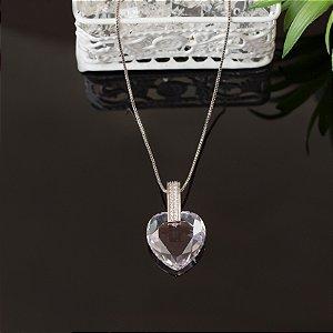 Colar ródio branco com pingente de coração transparente