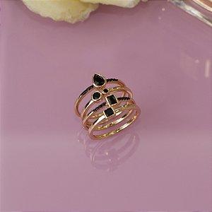 Conjunto de anéis dourado com cristal ônix