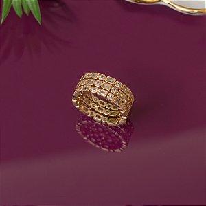 Conjunto de anéis dourado cravejado com zircônias