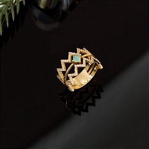 Anel vazado cravejado com zircônias e cristal quartzo verde