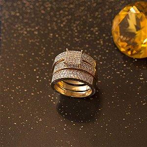 Trio de anéis dourado cravejados com microzircônias