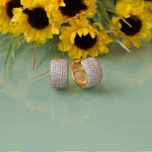 Brinco argola dourado com micro zircônias cristal