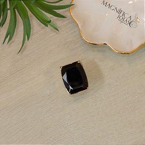 Anel dourado com cravejado com micro zircônias cristal ônix