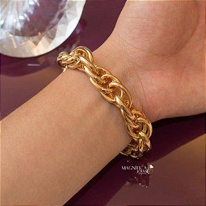 Pulseira dourada com elos trançados