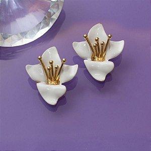 Brinco orquídea em esmaltado
