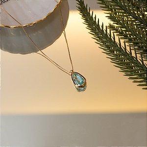 Colar dourado em gota com cristal acqua marinha