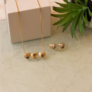 Conjunto três corações dourado metálico