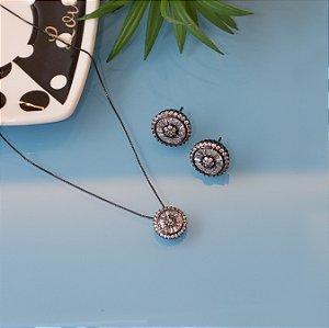 Conjunto de brinco e colar em ródio negro e zircônias cristais