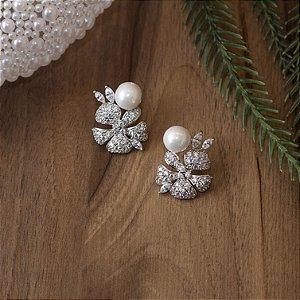 Brinco de pérola em ródio branco com cravação em zircônias cristais