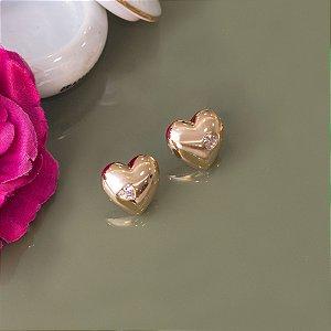 Brinco dourado formato de coração com coração de cristal