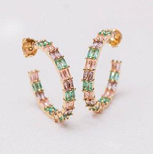 Brinco argola dourada com navetes ametista, rosa e verde