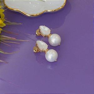 Brinco gota dourado com madrepérola e pérola