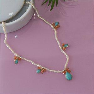 Colar de pedras com cristal laranja e gotas de pedra turquesa