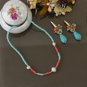 Colar cristais azul turquesa e laranja com pérolas de água doce