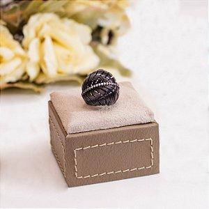 Anel folha ródio black com detalhes em zircônias