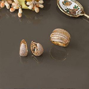 Brinco dourado cravejado em zircônias cristais