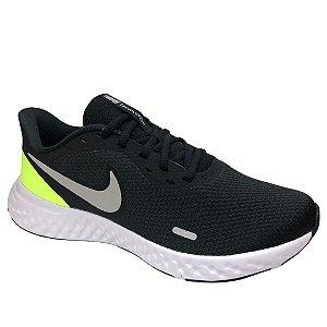 Tênis Masculino Nike Revolution 5 - BQ3204-010 - Preto-Verde