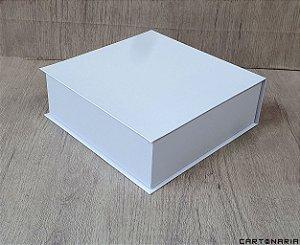 Caixa 23,5x23x8