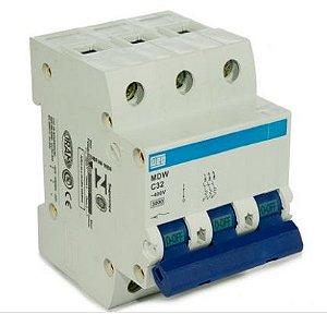 Mini disjuntor tripolar 32A, curva C (disparo de 5 a 10 x In), 5kA 230/400V (NBR IEC 60947-2).