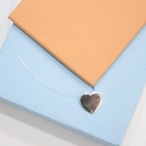 Colar Fio de Nylon Coração