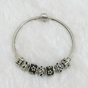 Pulseira prateada bracelete 21cm + 7 berloques, floral, black - REF P207