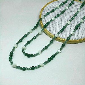 Colar Pedra Quartzo Verde e Madrepérola com 116 cm