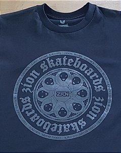 Camiseta Zion Preta Logo Cinza