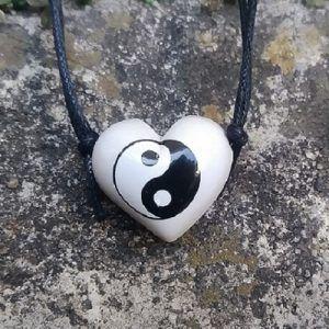 Aromatizador Pessoal Coleção Taoísmo - Símbolo Sagrado Yin Yang - Modelo CORAÇÃO