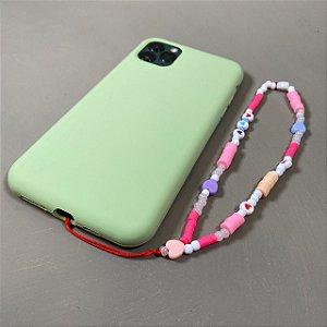 Phone Strap com miçangas e borrachinhas multicoloridas.