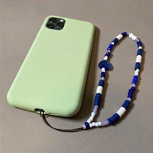 Phone Strap com miçangas e borrachinhas azul e branco.
