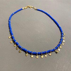 Colar curto de cristais tchecos lapidados azul royal e pingentes de estrelas.