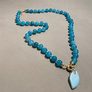 Colar longo com nó de esferas de vidro(tipo murano) azul.