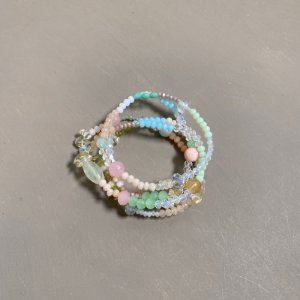 Conjunto de pulseiras de cristais tchecos lapidados e esferas de vidro(tipo murano) multicores.