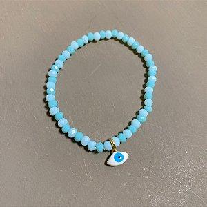 Pulseira de cristais lapidados azul celeste e pingente de olho grego.