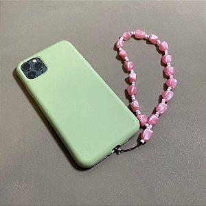 Phone Strap com peças em polímero e miçanga rosa.