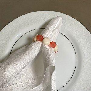 Kit com 4 porta guardanapos com peças em polímero bege e rosè lapidado.
