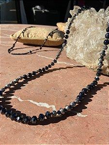 Colar de cristal tcheco azul lapidados, pedras onix estrelado, com detalhes árabes de metal banhado.