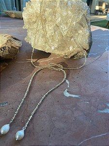 Colar duplo de amarrar com cristais tchecos lapidados translúcidos e pingentes de pérolas barrocas.