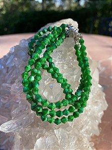 Conjunto de pulseiras com fecho de imã de cristais tchecos lapidados verde folha.