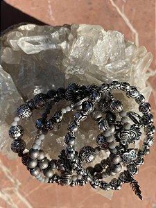 Conjunto misto de pulseiras ,cristais tchecos lapidados,esferas indianas trabalhadas,pingentes diversos com metal banhado.