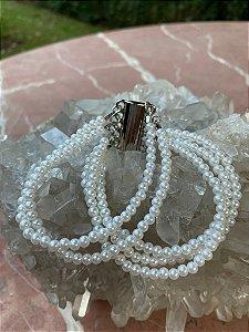 Conjunto de pulseiras de pérolas com fecho de imã.