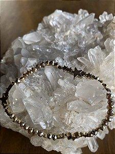 Pulseira de cristais tchecos lapidados ,peças em formato de estrelas em metal banhado.