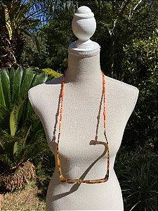 Acessório para óculos e máscara de miçangas e borrachinhas indianas laranja.