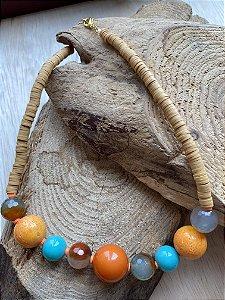 Colar curto misto de borrachinhas indianas cru,esferas de pedras naturais cru,em polímero e murano.